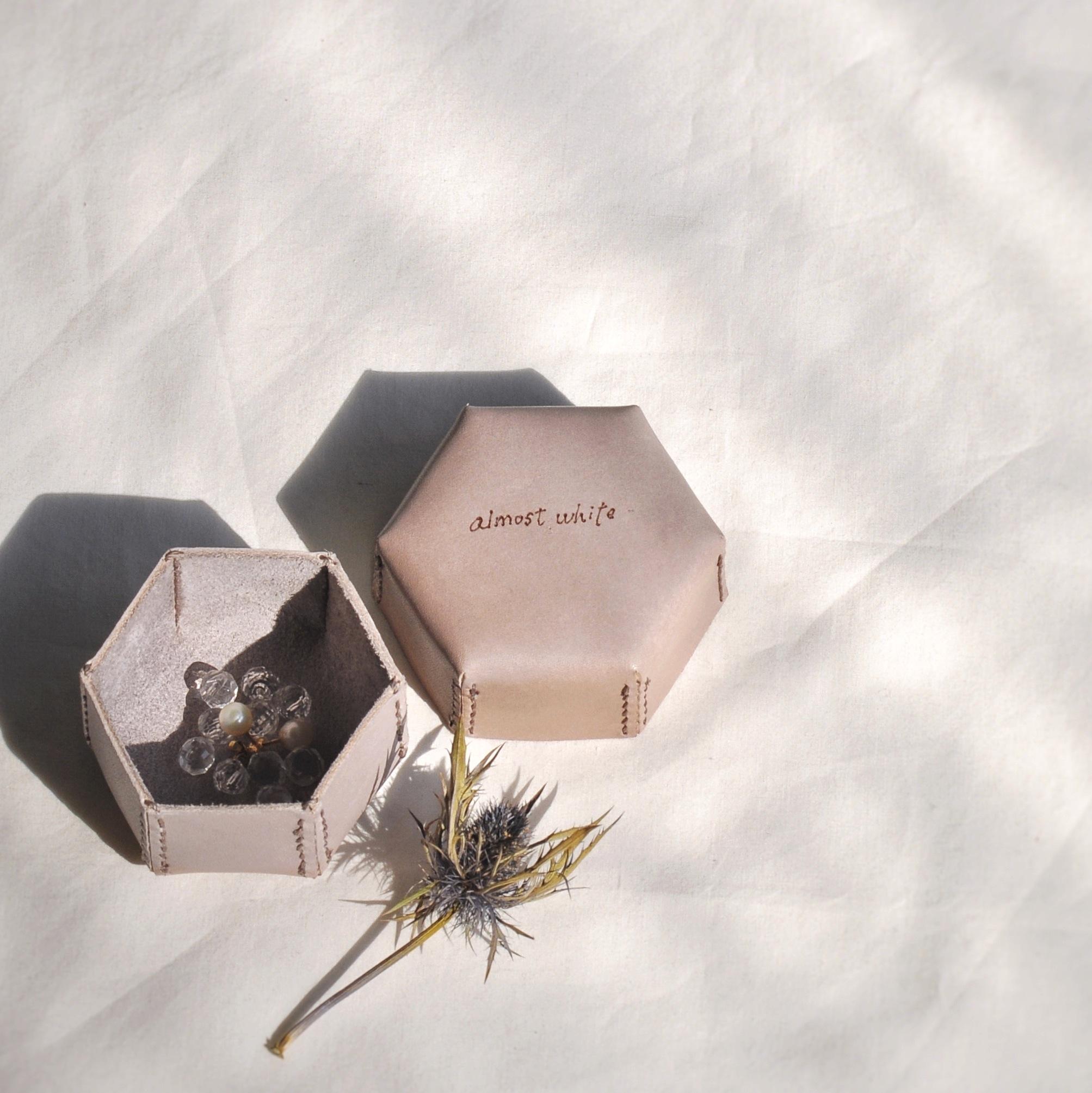 革のbox、六角形のbox