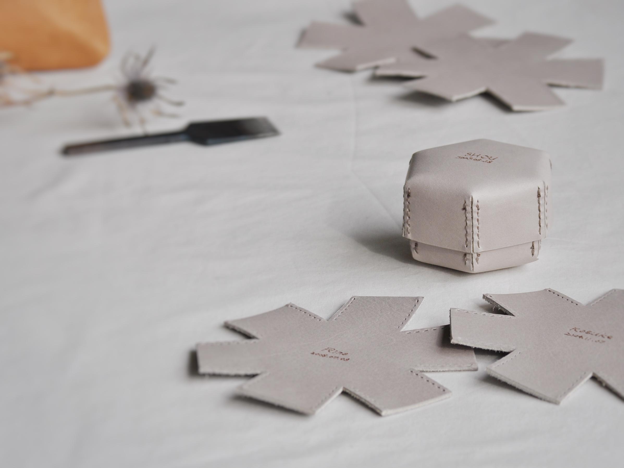 革の六角形ボックス、名入れオーダー