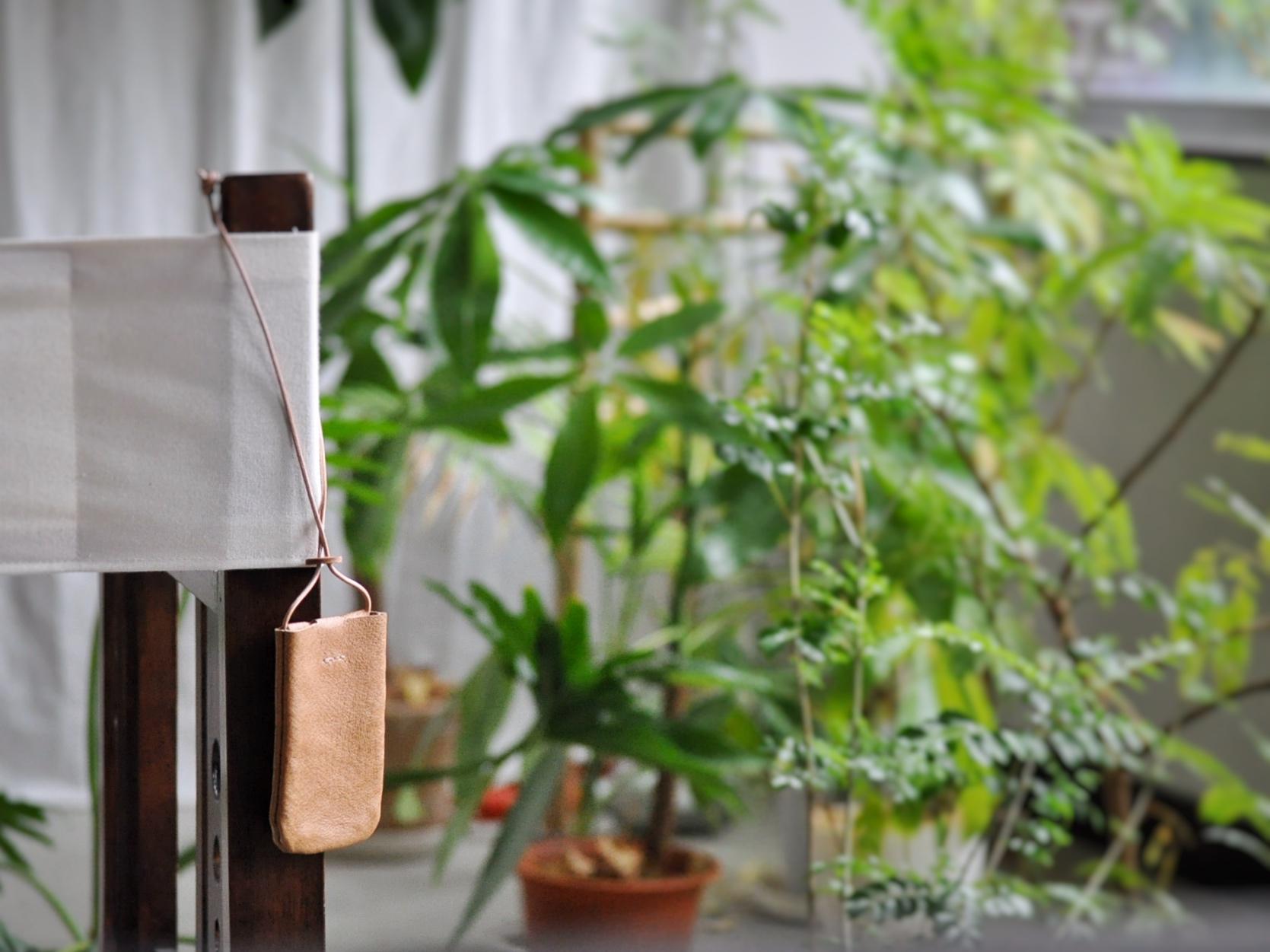 雨の季節と革